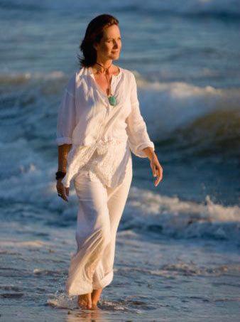 Hissettiğiniz yaştasınız!  Sağlıklı beslenme ve tıbbın ilerlemesi sayesinde bugün 30'unda olan bir kadın büyükannesinin bu yaştaki halinden çok daha genç gösteriyor. Çeyrek yüzyıl öncesine göre kadınların hayattan beklentileri ve gerçekleştirdikleri büyük bir değişim geçirdi. Artık büyükanne olsanız bile kot pantolon giyebiliyorsunuz.